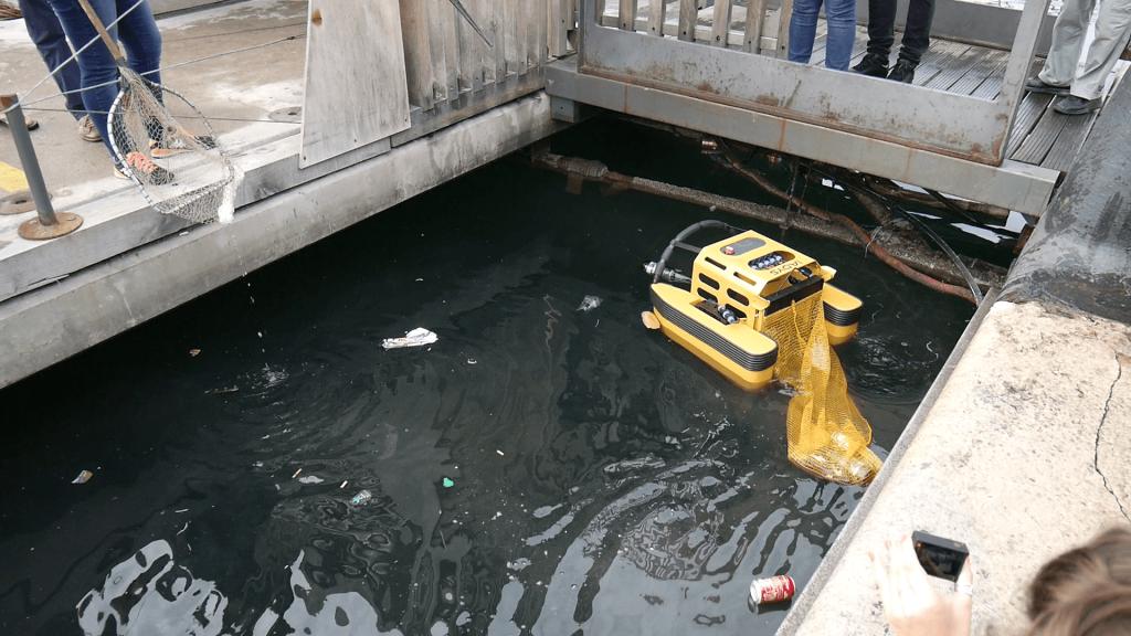Jellyfishbot petit robot de dépollution